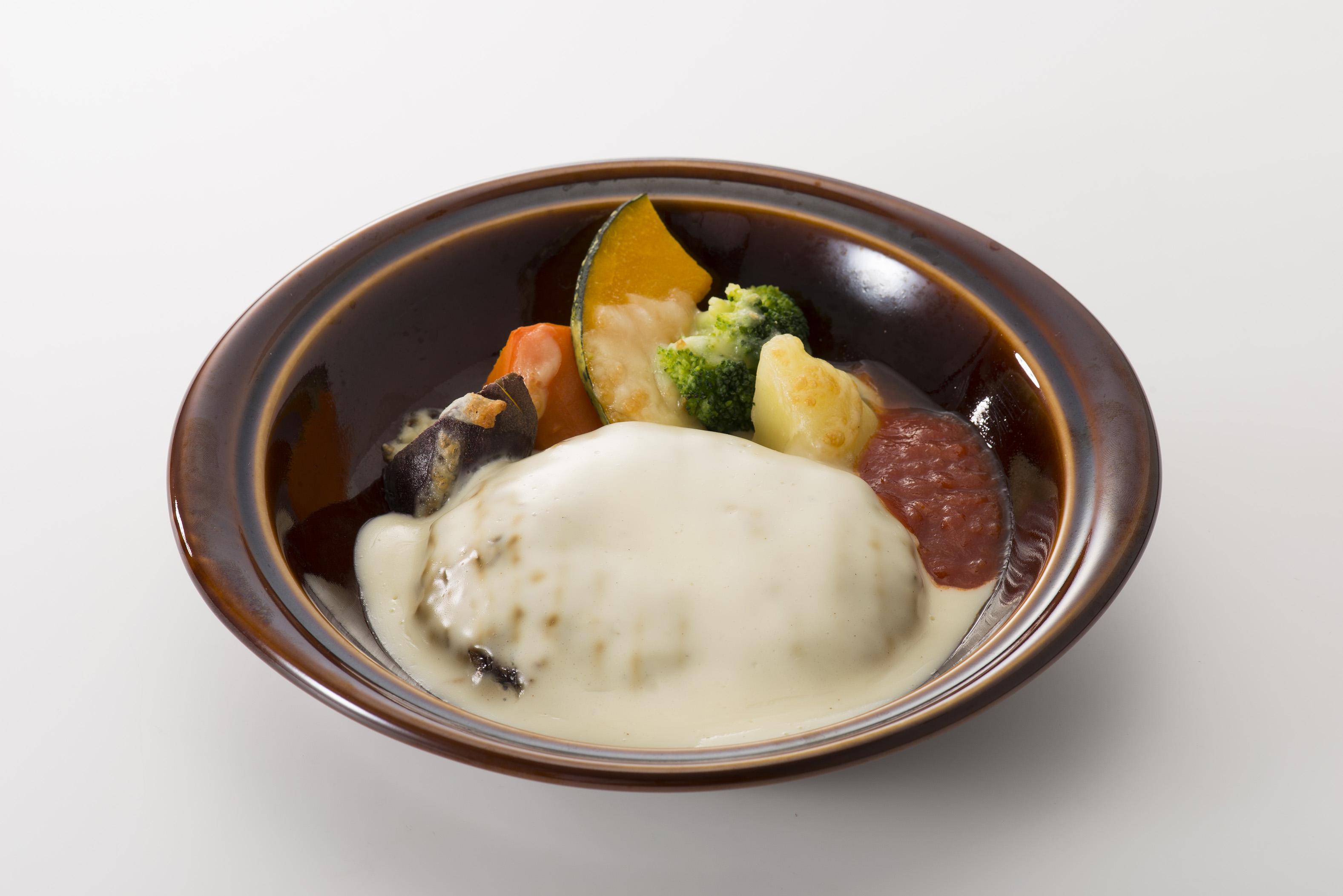焼き野菜のチーズソースハンバーグ