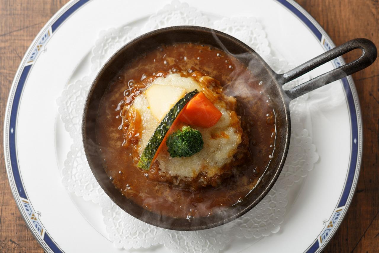 グリエールチーズのオニオングラタンスープ ハンバーグステーキ