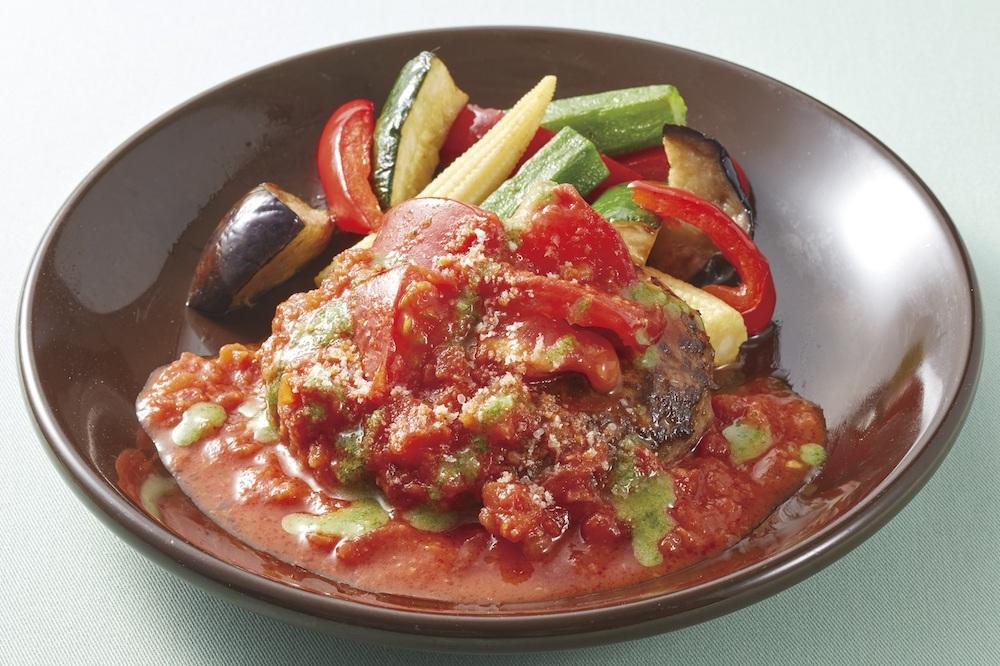 豪州産プレミアムビーフ100%ハンバーグ 夏野菜とトマトバジルソース