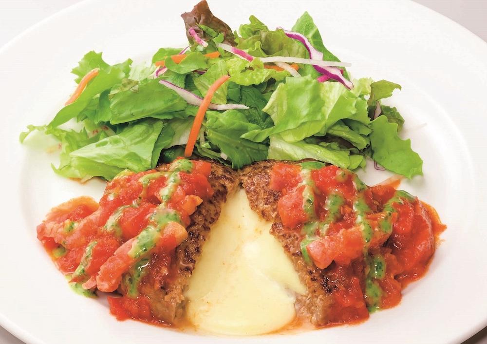 トマトとバジルのイタリアンチーズインハンバーグ