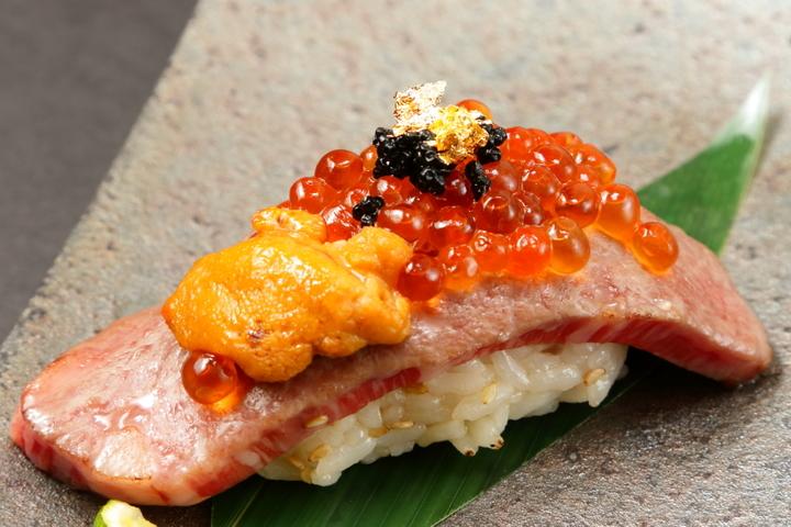 プレミアム炙り肉寿司 1貫無料サービス