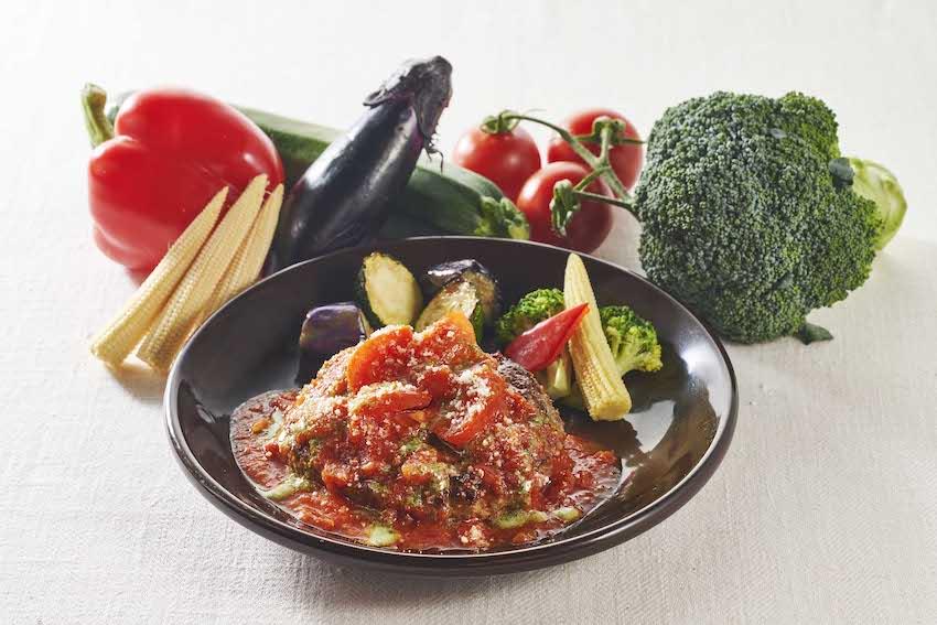 ジョナサン 豪州産グラスフェッドビーフ100%ハンバーグ たっぷり野菜のトマトバジルソース